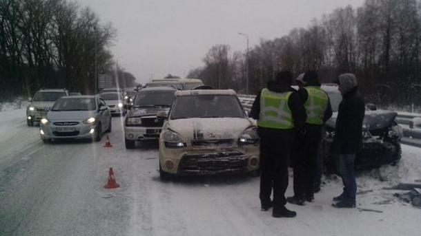 Засутки на трассах травмировались 59 человек— Непогода вУкраинском государстве
