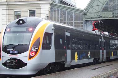 Во Львове мужчина бросился под колеса скоростного поезда