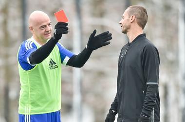 Глава ФИФА сыграл в футбол с Марадоной и показал красную карточку главе УЕФА