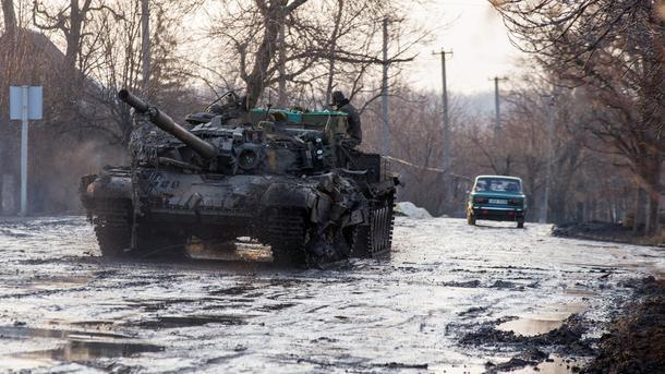 Штаб АТО: Один военный умер идвое получили ранения из-за обстрелов боевиков