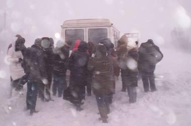 Морозы в Хмельницкой области: в снежную ловушку попали  около 200 машин