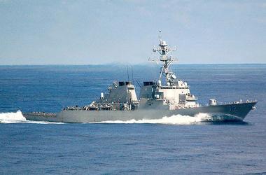 Военный корабль США открыл огонь в сторону иранских катеров в Персидском заливе