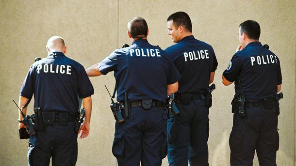 Заместитель шерифа умер, когда гнался заубийцей женщины-полицейского
