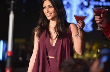 """Ким Кардашьян об ограблении в Париже: """"Они собирались стрелять мне в спину"""""""