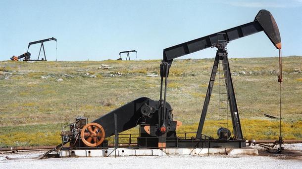 РФ совместно состранами ОПЕК начала уменьшать добычу нефти