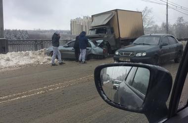 В Харькове на мосту произошла жуткая авария