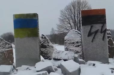 Под Львовом разгромили памятник погибшим полякам