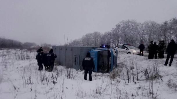 Автозак с11 заключенными перевернулся под Запорожьем