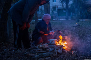 Россияне на границе Крыма копаются в чемоданах из-за украинского сала и колбасы