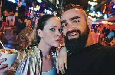 Юлия Санина в бикини проводит отпуск с мужем