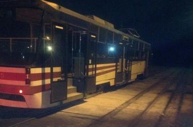 В Киеве во время движения загорелся трамвай