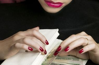 В Запорожской области банкирша украла миллион и скрылась