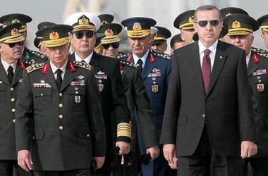 В Турции продолжаются массовые аресты военных