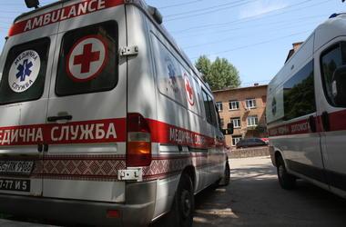 В Киеве пьяный мужчина порезал себе вены на остановке