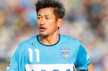 49-летний японский футболист подписал новый контракт со своим клубом
