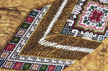 Известная украинская спортсменка создала крупнейшее ожерелье в мире