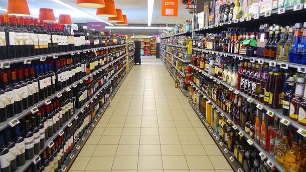 Иногда испорченным может оказаться даже алкоголь. Фото: Pixabay