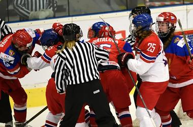 Хоккеисток сборной России дисквалифицировали за драку на чемпионате мира