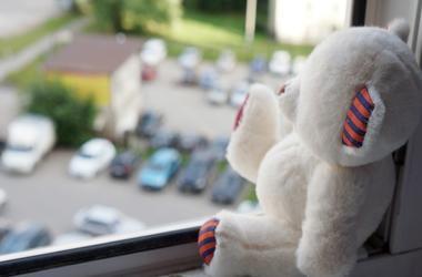 В Ровно из окна выпал ребенок