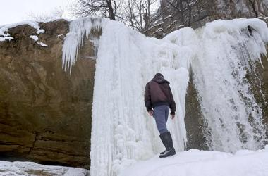 В Косов замерз водопад, не выдержав морозов