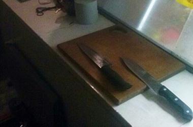 В Хмельницкой области мужчину из-за камуфляжа  ударили в спину ножом
