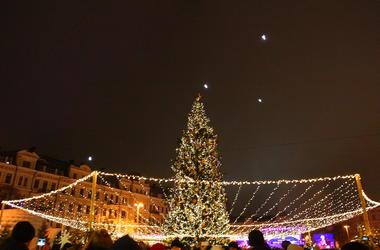 За праздники на Софийской площади киевляне выпили 150 тонн глинтвейна и съели 80 тонн колбасок