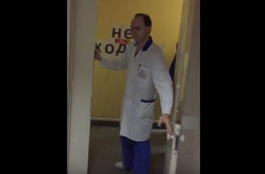 """""""Спокойно присели"""": в России врач попросил подождать истекающего кровью мужчину"""