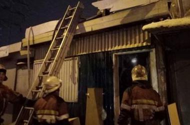 В Киеве произошел пожар в торговом павильоне