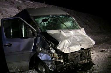 На Буковине легковушка протаранила микроавтобус: погибли четыре человека
