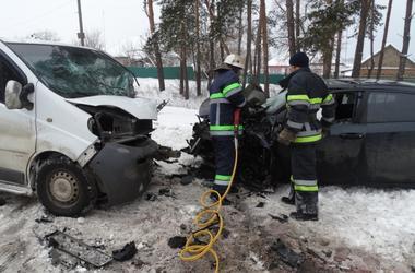 В Черкасской области лоб в лоб столкнулись две иномарки