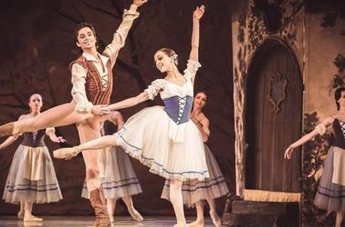 Из-за балерины Екатерины Кухар Александру Стоянову наложили гипс