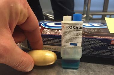 В конфетах везли кокаин, а в тряпье — соколов для охоты: рейтинг тайников на таможне