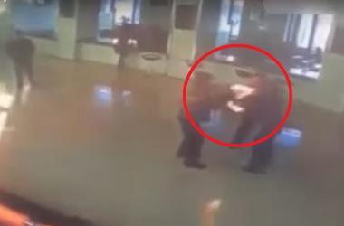 Мужчина после развода поджег жену прямо в здании суда