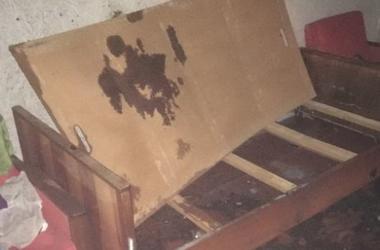 В Киеве пенсионер заснул на горящем диване