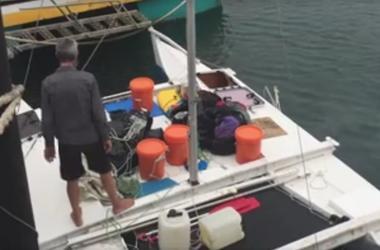 Новозеландец с 6-детней дочерью месяц дрейфовали в открытом море