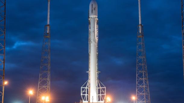 Falcon 9 на стартовом столе