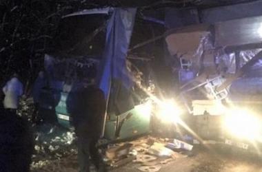 """Автобус с туристами врезался в грузовик на дороге """"Львов-Краковец"""""""