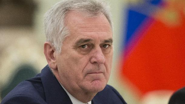 Президент Сербии объявил оготовности отправить армию вКосово