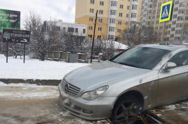 Na Criméia inverno посрывала asfalto das estradas