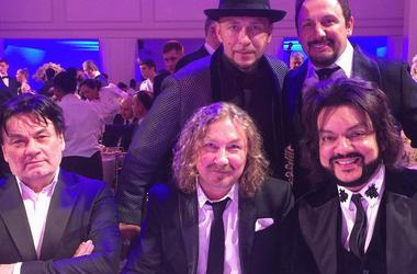 The wedding of the granddaughter of a Russian billionaire: Antonio Banderas, Elton John and Mariah Carey pushed Kirkorov and Mikhailov