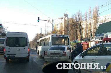 In Kiev, the car has rammed a minibus