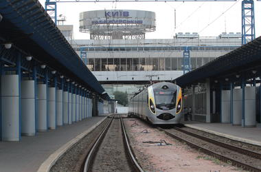 Новый поезд Киев - Ивано-Франковск с вагонами-трансформерами запустят сегодня