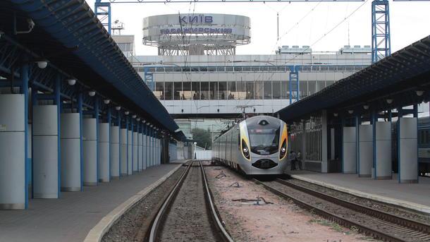 «Укрзализныця» отправила 1-ый поезд свагонами-трансформерами