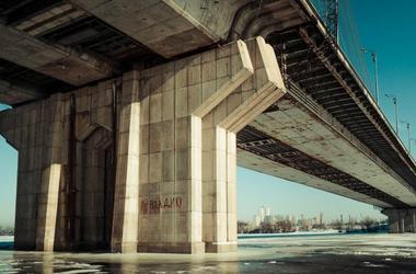 В Киеве под лед провалились три человека
