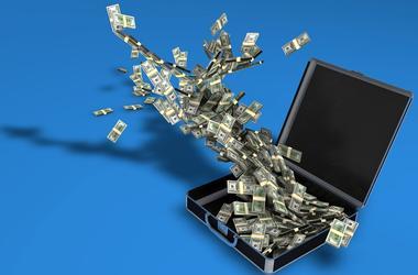 Украинцы вывели из банков 11 млрд долларов - СМИ