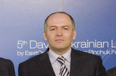 Pinchuk should explain also in the Western media.
