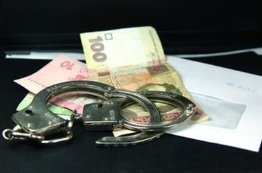 В Донецкой области инспектор фискальной службы попалась на крупной взятке