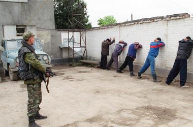 Какие банды грабят Украину