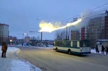 В России в результате короткого замыкания расплавились троллейбусные провода