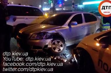 В Киеве на Драйзера произошло ДТП с участием автомобиля полиции